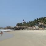Leerer strand und ein vergessenes hotel aus der Kolonialzeit mit bestem essen