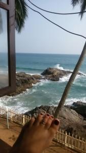 Vorbereitung für die Prüfung in einem wunderschönen, vergessenen hotel aus der Kolonialzeit. 10 Minuten Fußweg und ein schöner einsamer Strand lädt am einzigen freien Tag, dem Samstag zum ausruhen und in der Mittagszeit zum lernen ein